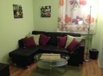 Feriennwohnung Freising Wohnzimmer mit Couch und Couchtisch